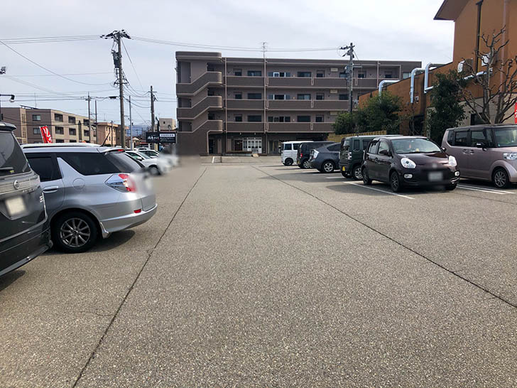 焼肉 かえで 駐車場