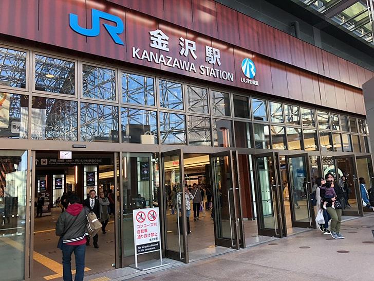 金沢駅東口の正面入口