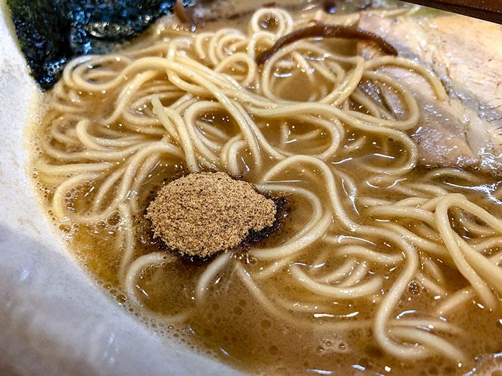 魚粉をスープに入れた