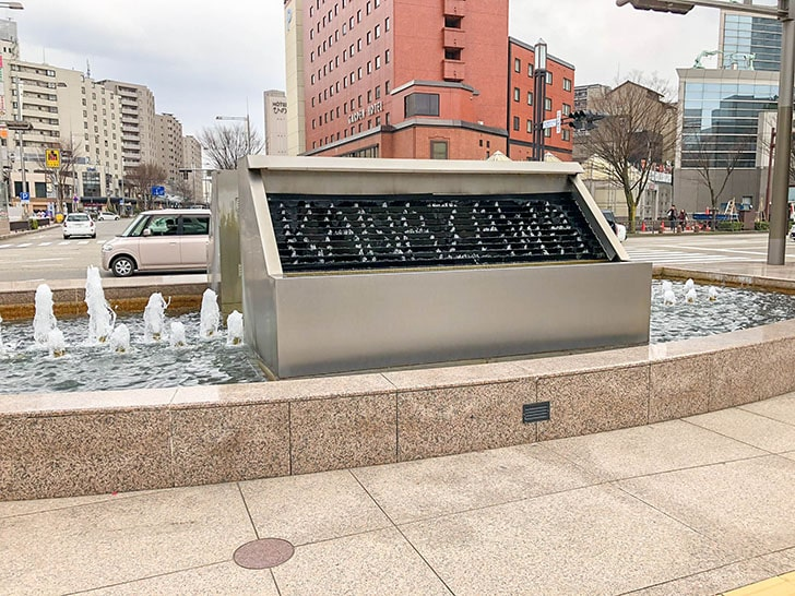 鼓門 前の噴水時計