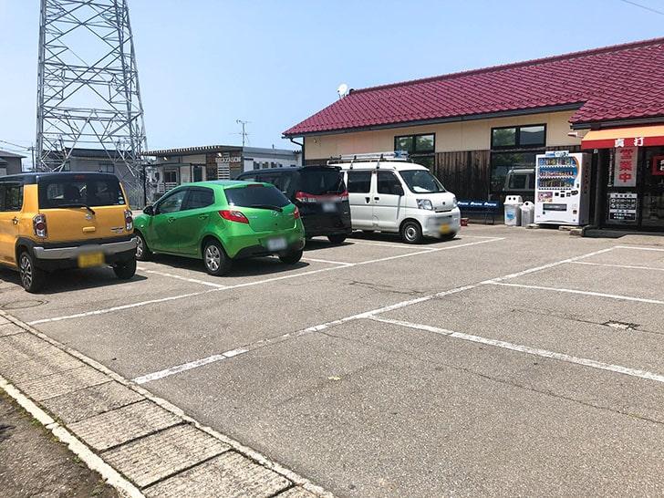 真打の駐車場