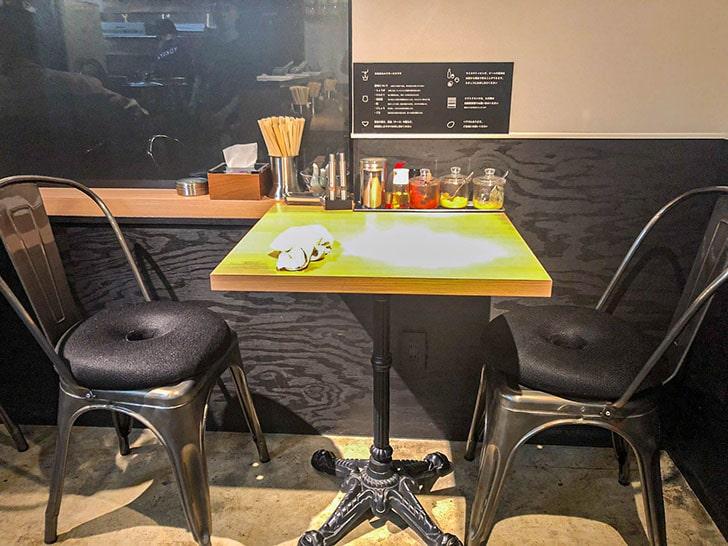 横濱家系らーめん 友喜家のテーブル席
