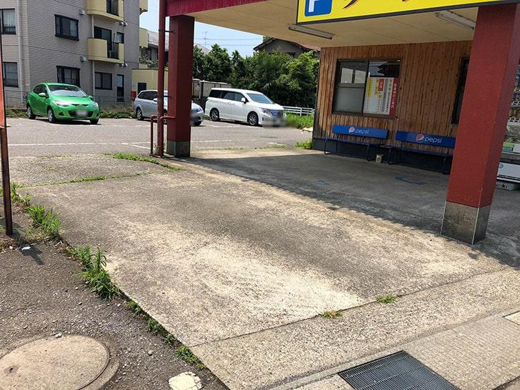 山勝 角ふじ 駐車場入り口