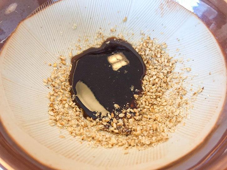 とんかつ まる金 ソースとゴマを混ぜた物
