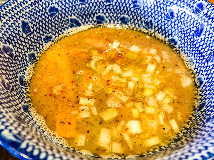 二郎系つけ麺 麺屋 凪 魚介節が美味しいスープ