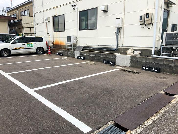 めんや 安寿 裏の駐車場