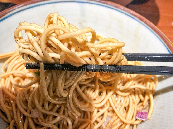 金沢濃厚煮干豚骨 伊乃心 和え玉 麺のアップ