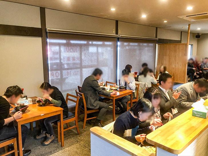 札幌海老麺舎 金沢銭五店 テーブル席