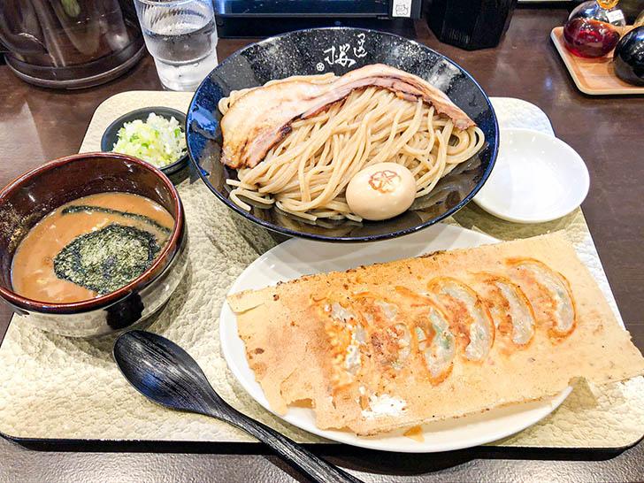 自家製麺 つけ麺桜 濃厚つけめん メガ盛り 羽根つき餃子