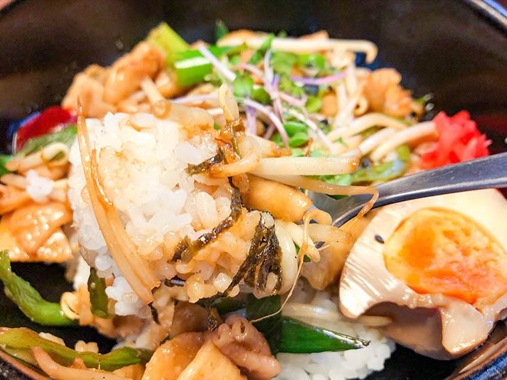 竹の家 タレがしっかりかかっているご飯