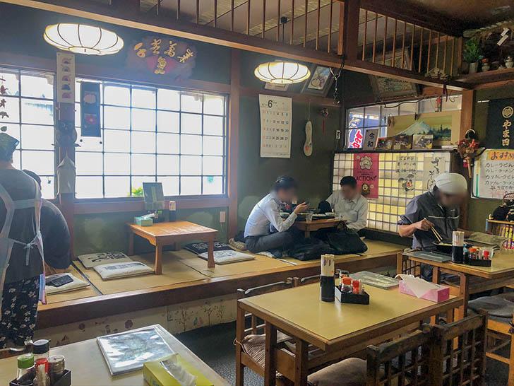 やま田 食堂 座敷、テーブル席