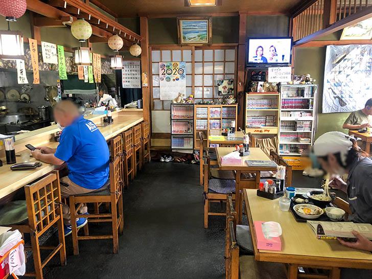 やま田 食堂 店内