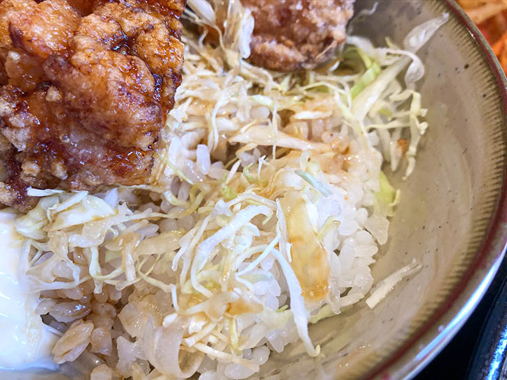 信州そば 小木曽製粉所 ご飯とキャベツ