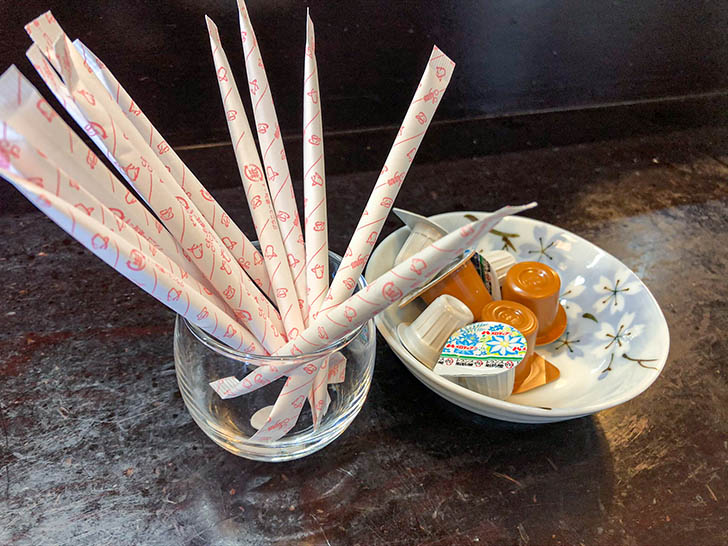 魚半 武家屋敷前店 コーヒーの砂糖とミルク