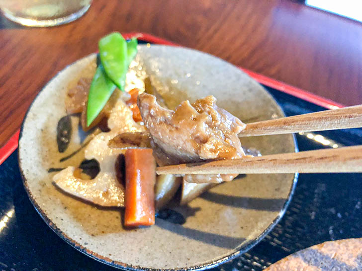 原始焼 金澤ととと 甘めの味付けのお肉