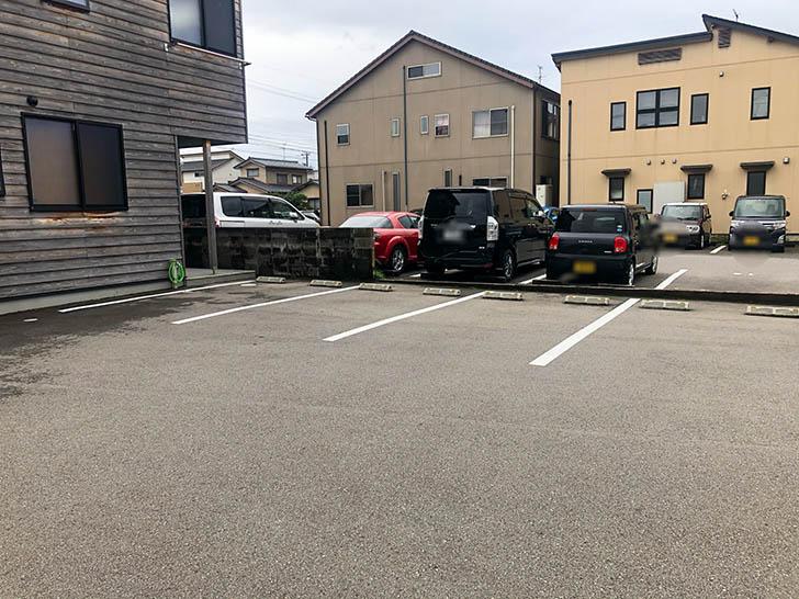 とらや 駐車場
