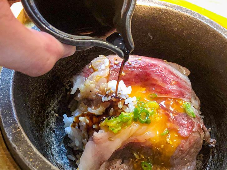 東山 志(Yoshi) 能登和牛A5 5秒炙丼(卵黄乗せ) 醤油