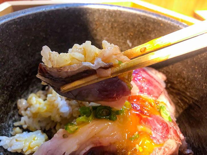 東山 志(Yoshi) 能登和牛A5 5秒炙丼(卵黄乗せ) 炙られた能登牛