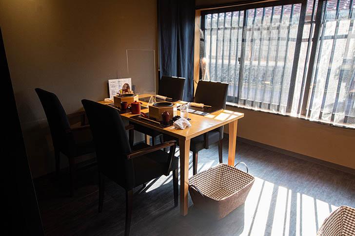 東山 志(Yoshi) テーブル席