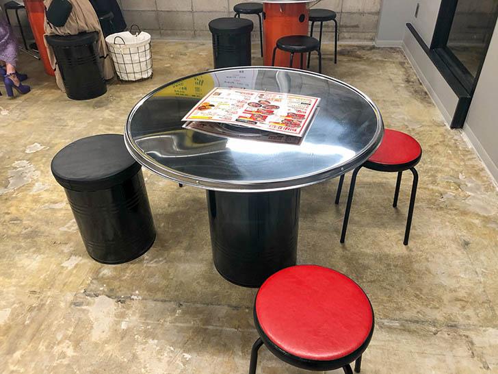 カルメギ本店 テーブル席