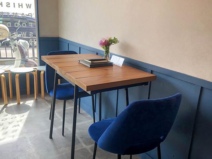 an.loca(アンロカ) ぼくとコーヒーとお酒 テーブル席