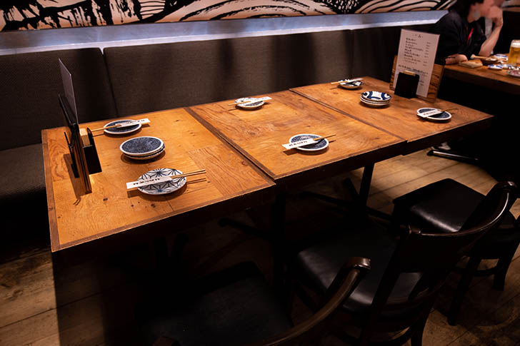 金沢炉端 あっぱれ テーブル席