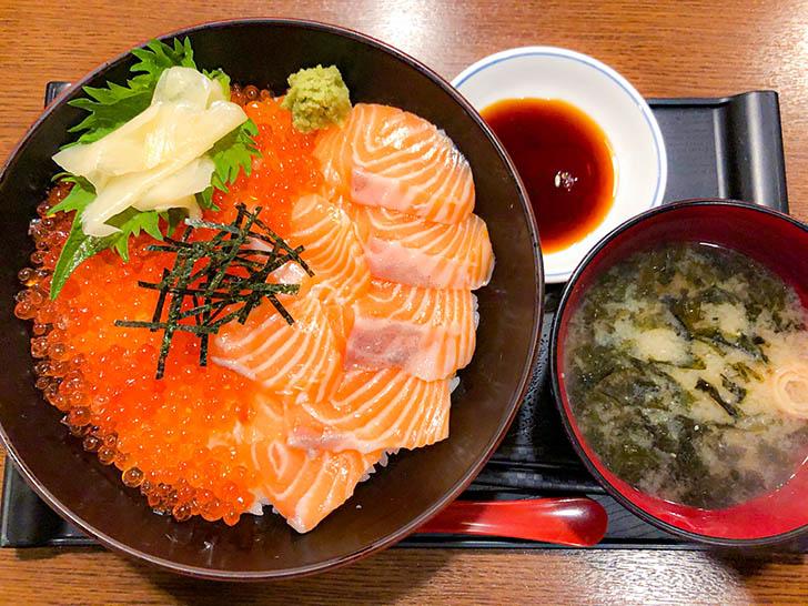 かにの居酒屋 弁吉 サーモンといくらの海鮮親子丼