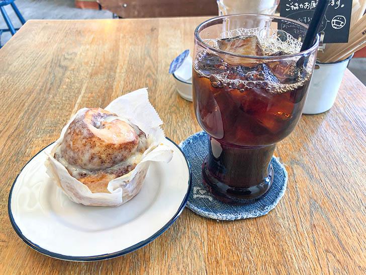 CAFE DUMBO シナモンロール アイスコーヒー