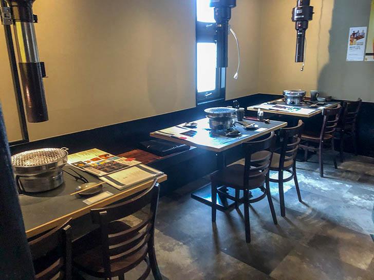 雲門(くもん)  テーブル席