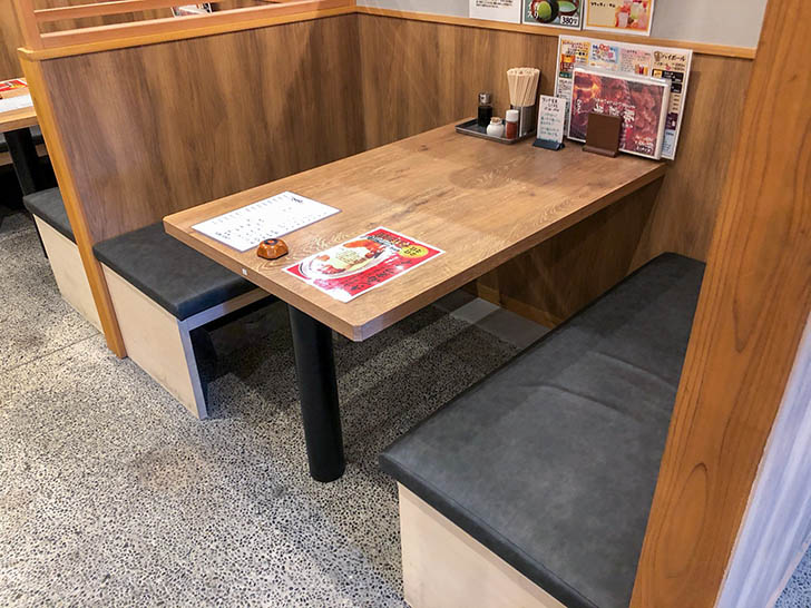 とりとん 御経塚店 テーブル席2