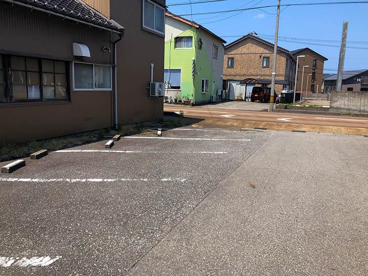 山下寅次郎 駐車場